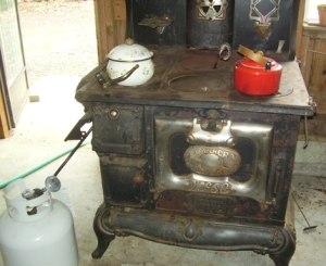 The converted cook-stove works great in Carmen's summer kitchen. You can see that the kitchen has plenty of ventilation--a requirement when using propane indoors.